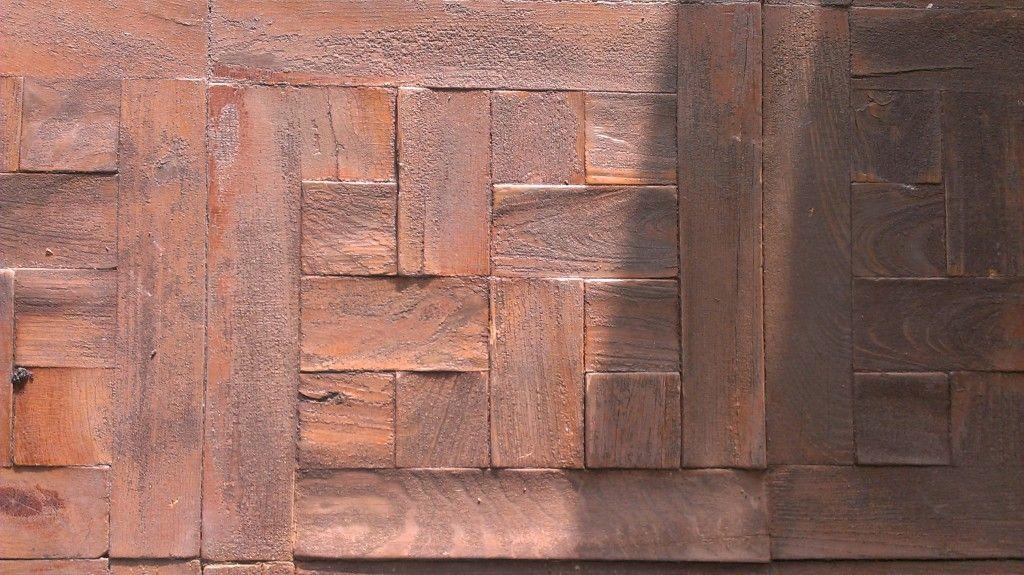Parquet hidráulico con brea en mal estado por humedad y sol (2)